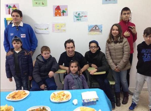 El Langui, emocionado con el Centro para la Diversidad ETHOS de Huelva y sus alumnos