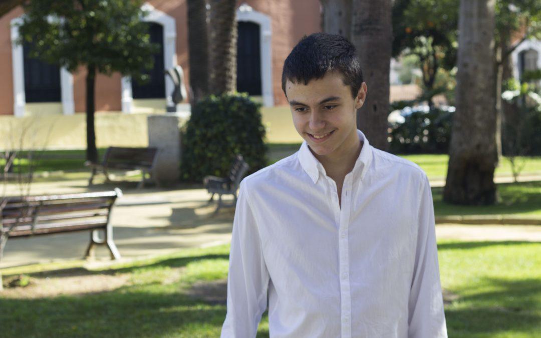 Conoce al joven con autismo Roberto Álvarez y su disco GRACIAS